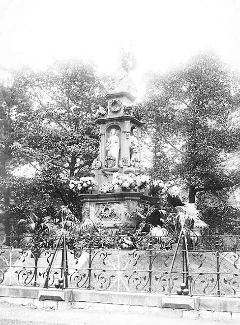 picture of monument in 1890
